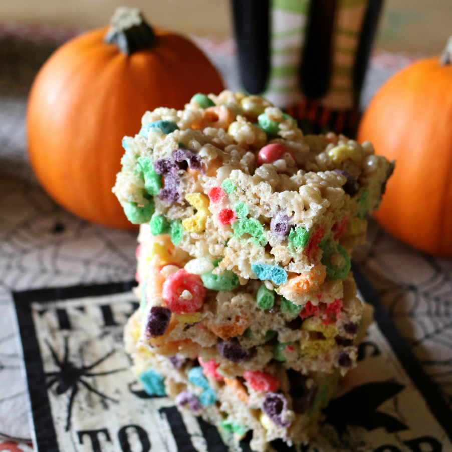 I am telling you each bite contains little tiny vanilla beans - this is an amazing recipe for Rice Krispies Treats with Fruit Loops