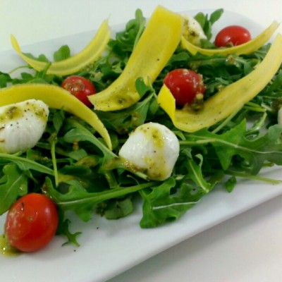 Arugula with Plum Tomatoes and Mozzarella Cheese