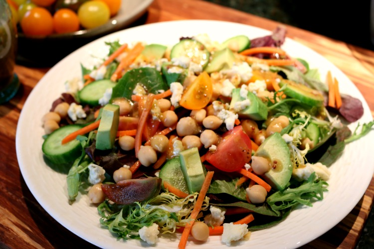 Hearty Salad with Red Wine Vinagrette