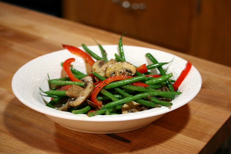 Green Beans with Mushrooms and Red Peppers