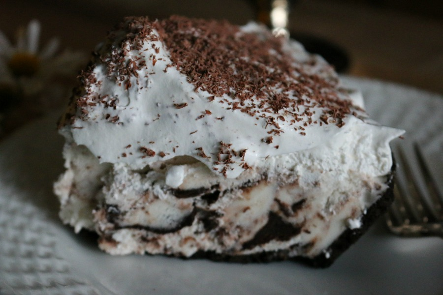 Peppermint Ice Cream Cake With Oreo Crust