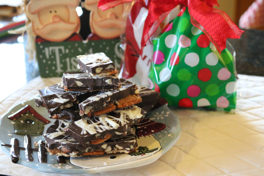 Almond Pretzel Bark the perfect Holiday Recipe - Homemade Gifts are the best like this Almond Pretzel Bark - CeceliasGoodStuff.com