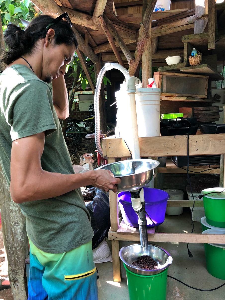 A new inventive way of crushing the cocoa bean - La Iguana Chocolate Costa Rica