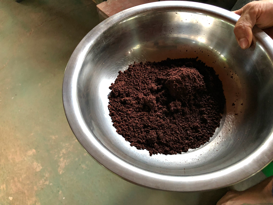 George showing us the fresh ground cocoa powder that he made with the grinder. La Iguana Chocolate Costa Rica